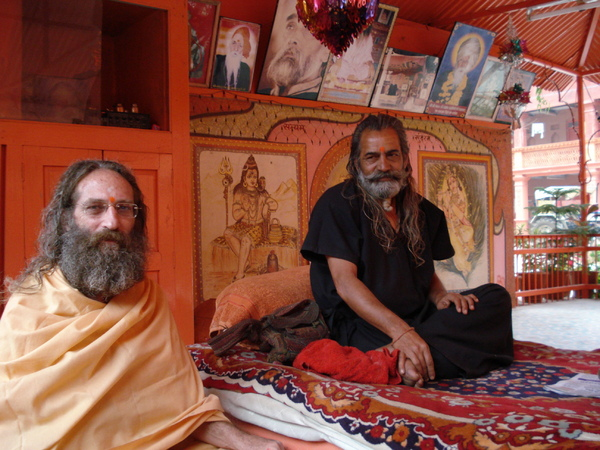 Rampuri Baba with Pir (head) of Datta Akhara ashram in Ujjain